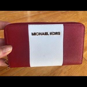 Michael Kors zipper wallet (never used)